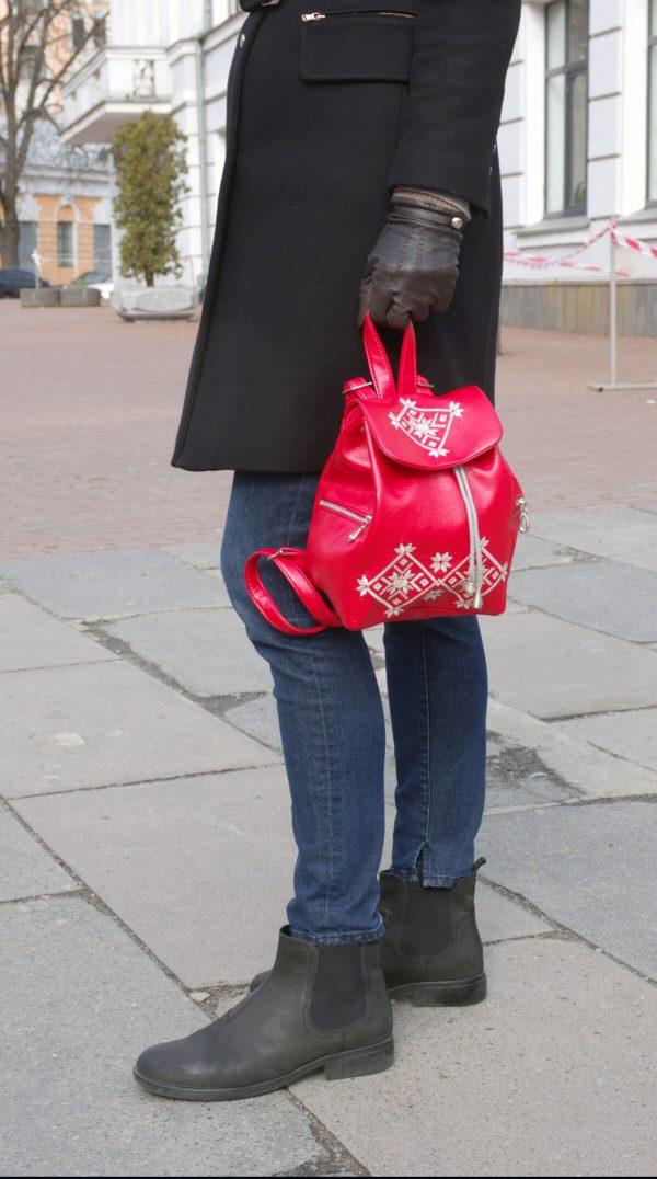 червоний рюкзак з еко шкіри житомирська вишивка