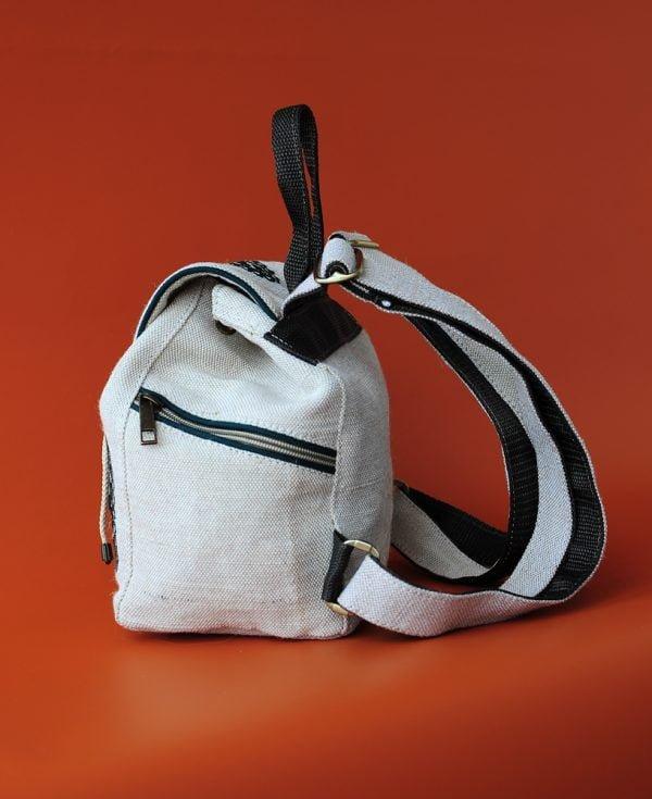 Білий маленький брезентовий рюкзак з зеленою вишивкою