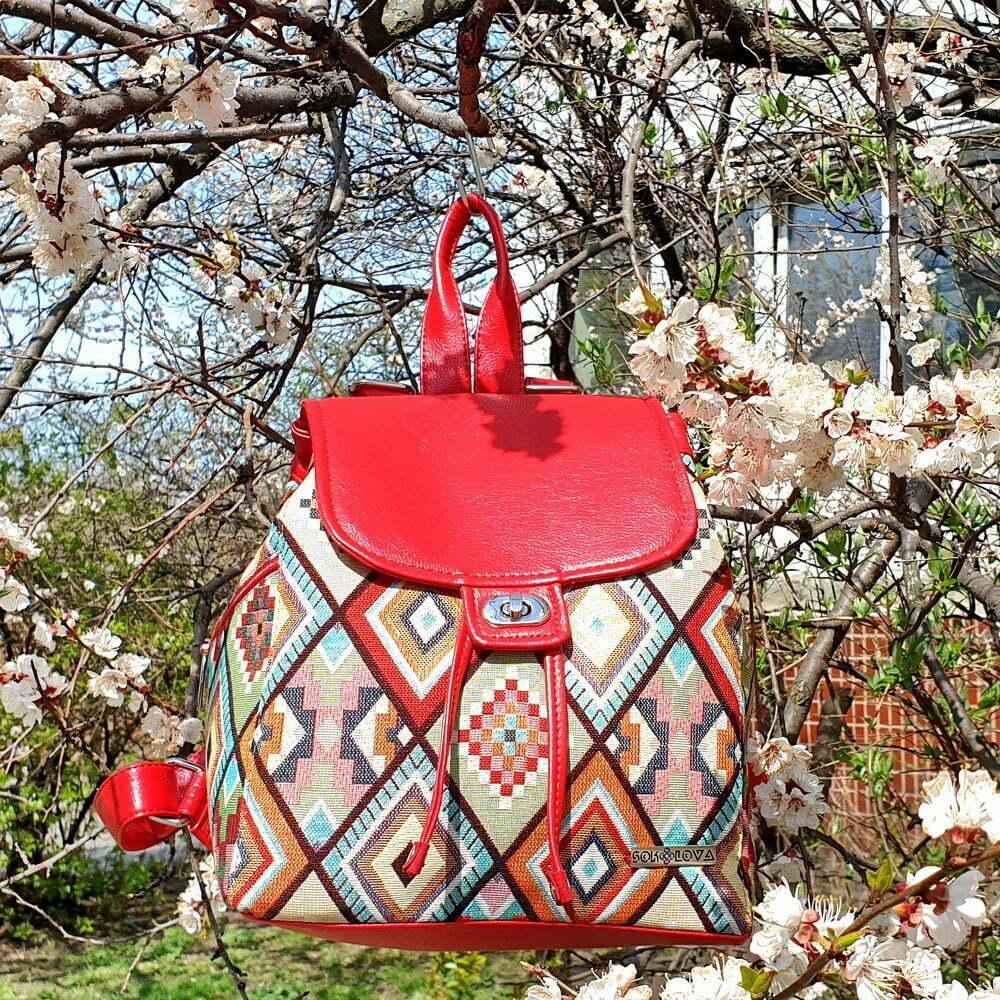 Рюкзак великий з гобелену та екошкіри червоний