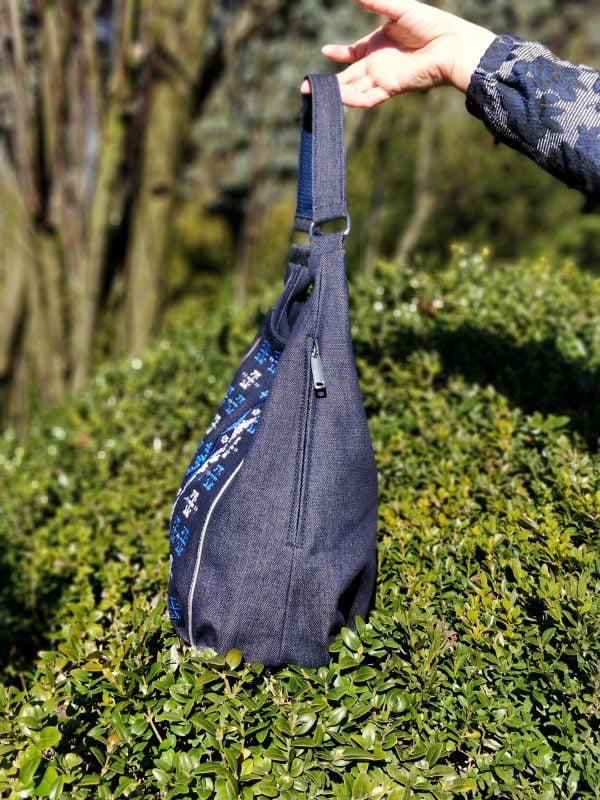 17005 Сумка джинсова з великою синьою вишивкою