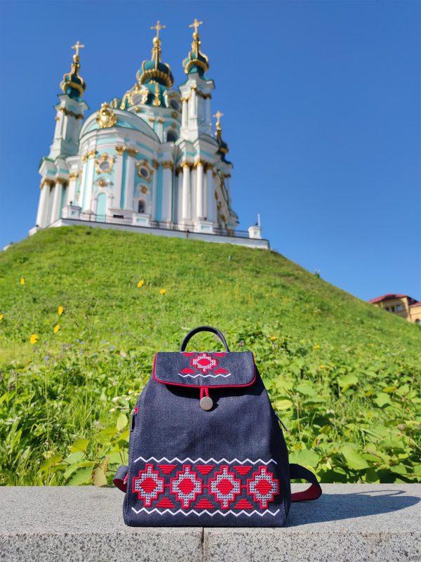 Джинсовий рюкзак з вишивкою Червона доріжка (18007)