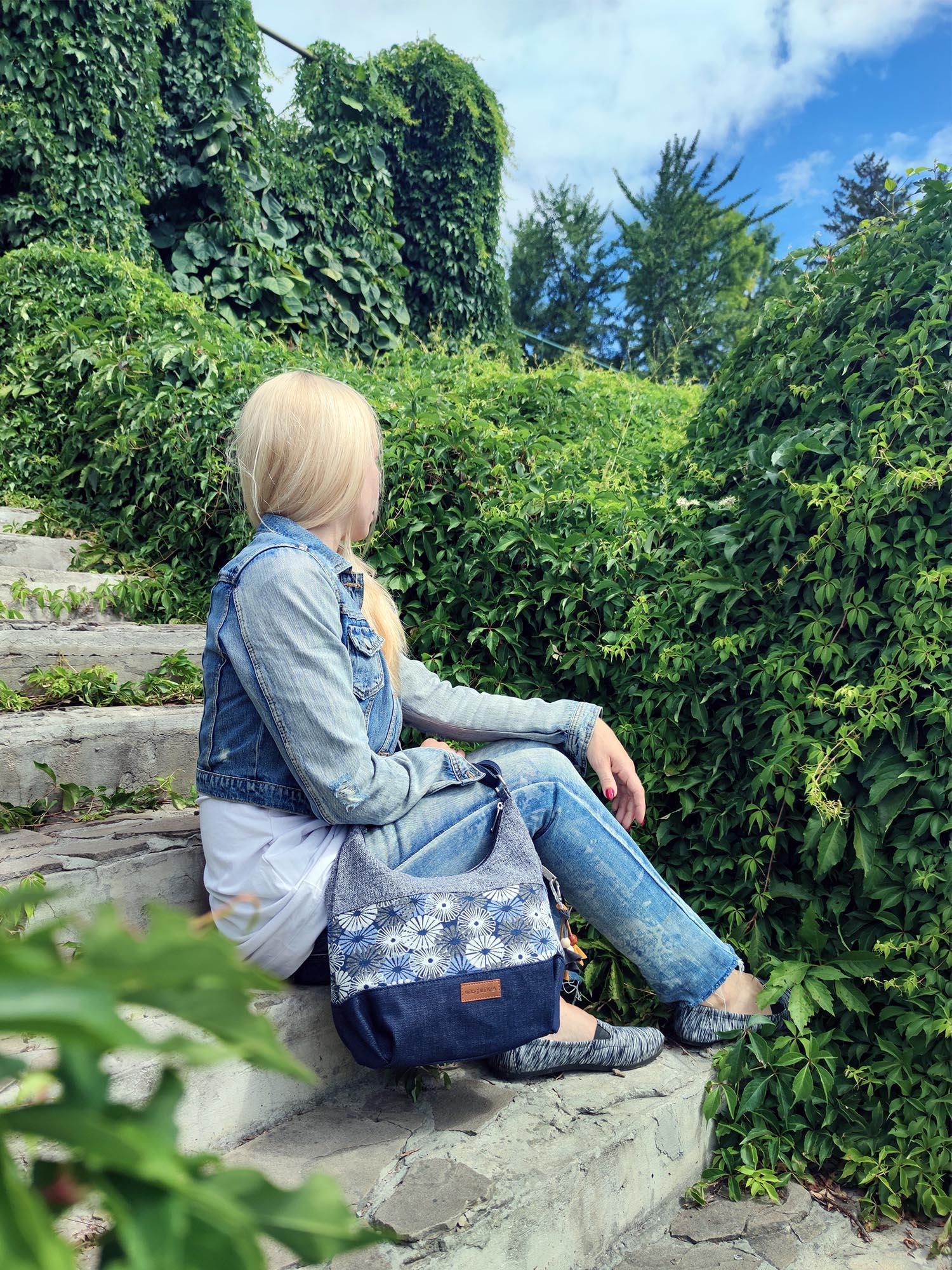19016 Гобеленова сумка середня сіра з квітами