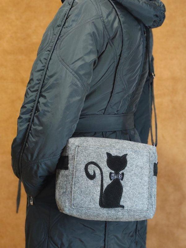 """Фетрова маленька сумка """"Киця"""" (16006)"""