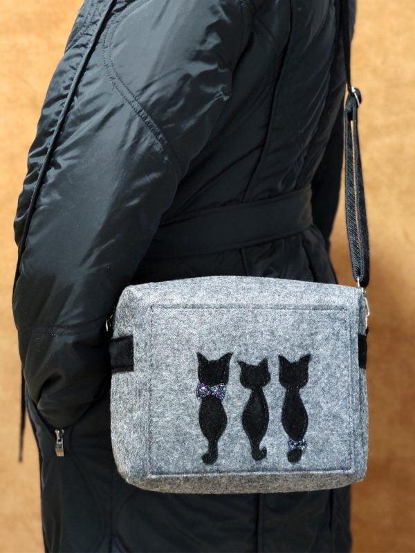 """Фетрова маленька сумка """"Тендітні коти"""" (16008)"""
