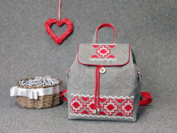 Рюкзак великий сірий з вишивкою Червона доріжка (15032)