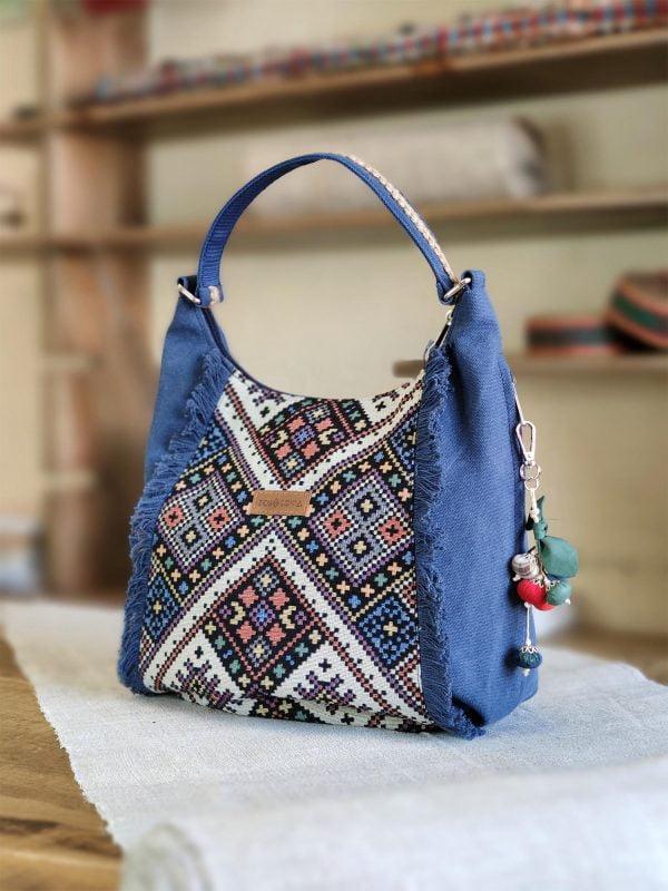 Синя сумка з орнаментом та бахромою (19025)