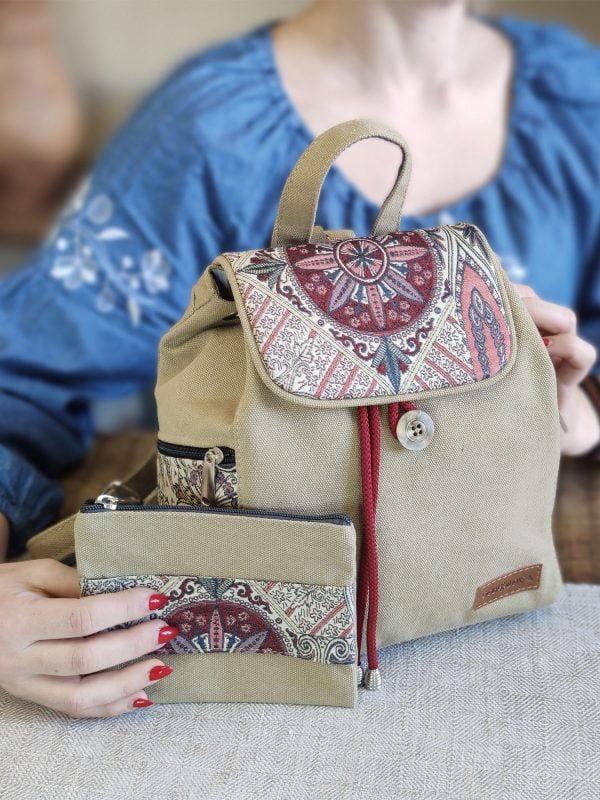 Рюкзак середній пісок з декором червоний туніс (15035)