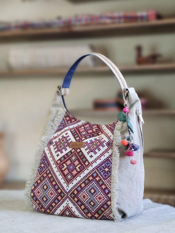 Світла сумка з орнаментом та бахромою (19026)